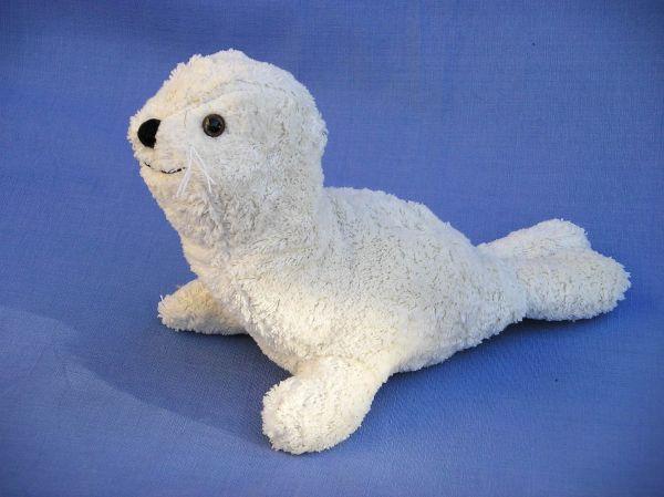 Kallisto Robbe - Bio Stofftier aus Bio-Baumwolle mit Schurwolle gefüllt