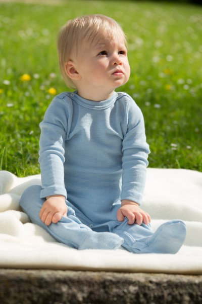 Bio Baby Schlafoverall aus Wolle / Seide von Engel Natur hellblau oder flieder